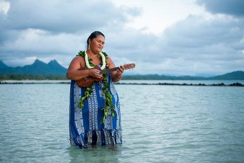 ELYSE BUTLER Honolulu, HI, USA www.elysebutler.com @oceanelyse