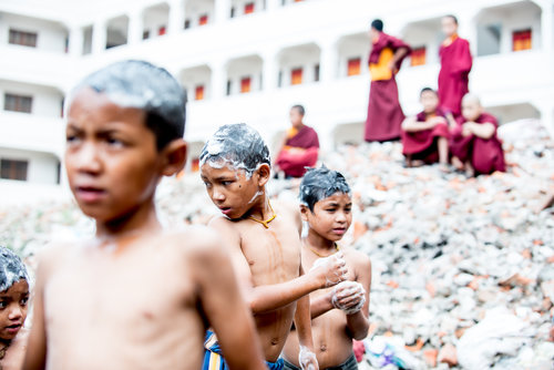 CRYSTALINE RANDAZZO Kathmandu, Nepal www.crystalinerandazzo.com @crandazzophoto // @crandazzophoto